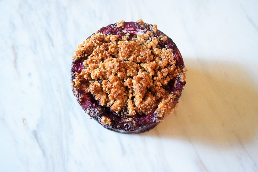 Spiced Keto Berry Crumble Recipe | Ketoship