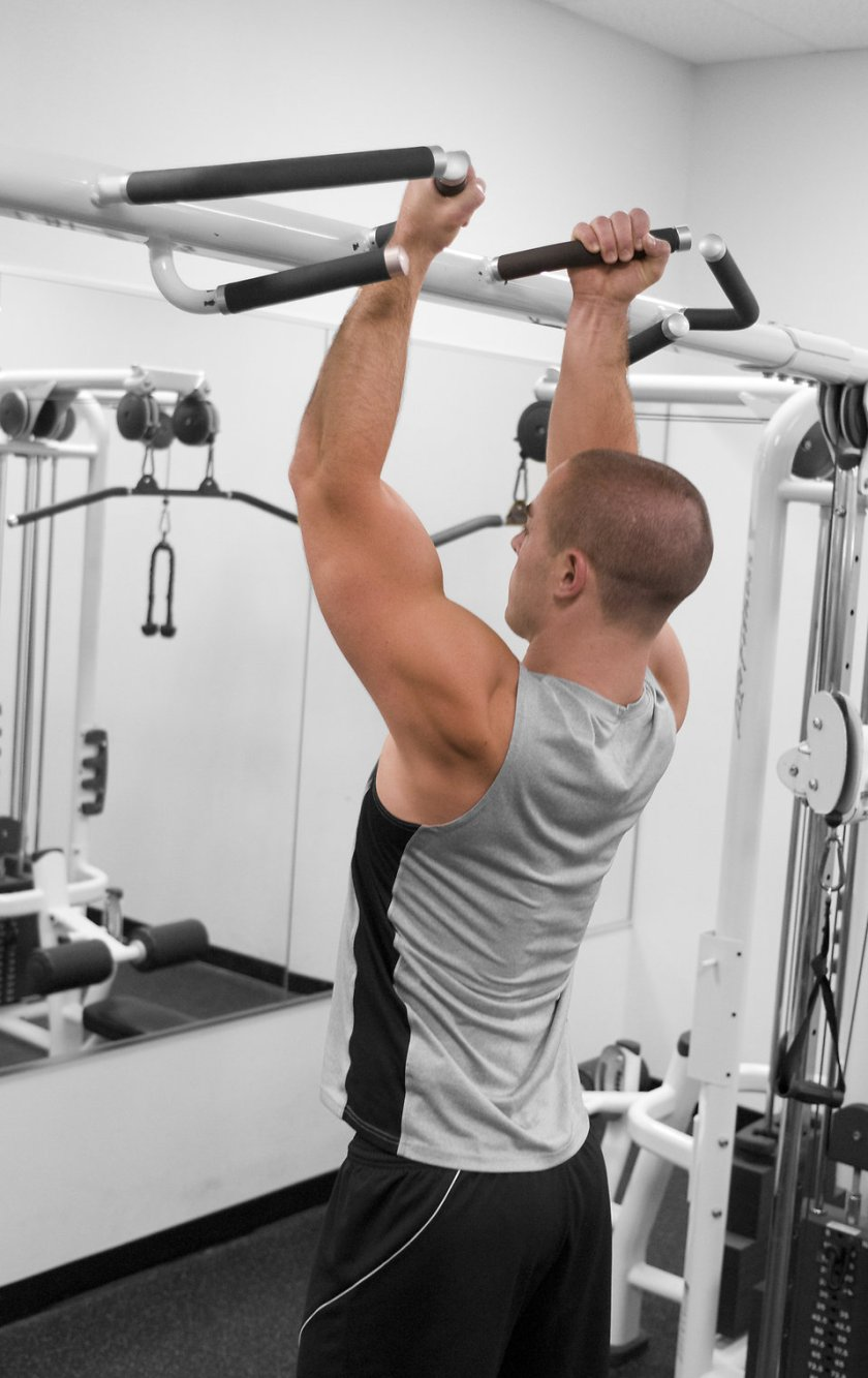 15398-a-healthy-young-man-performing-pull-ups-in-a-gym-pv